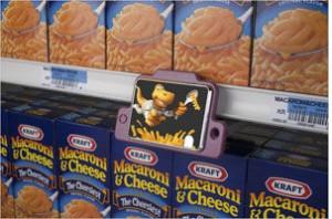 Mini televisores nas gôndolas do supermercado geram protesto de ativistas