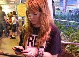 SMS é o meio de comunicação favorito dos adolescentes com os pais