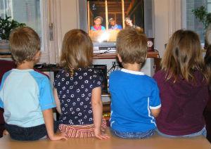 Pesquisa relaciona palavrões na mídia a agressividade infantil