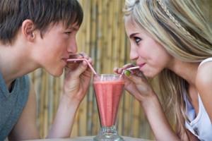 """Casais adolescentes compartilham suas senhas como """"prova de amor"""""""